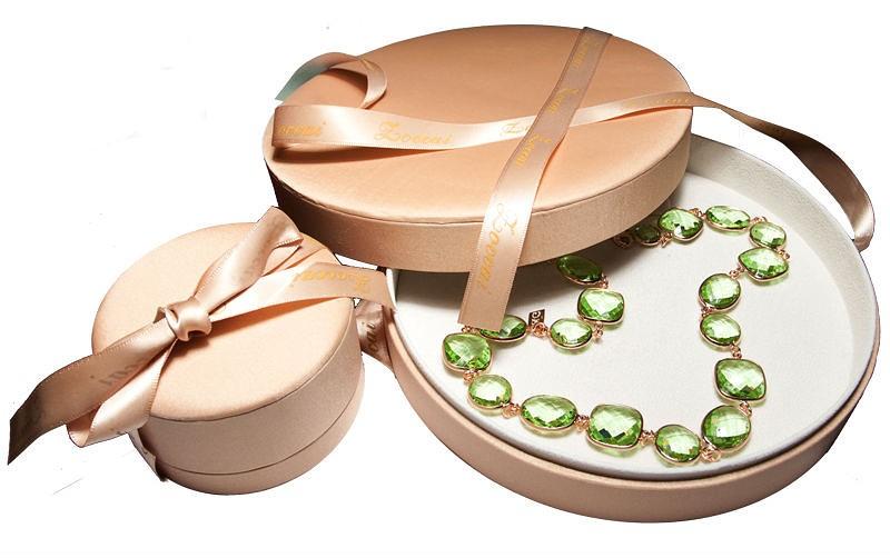 Как принимать украшения в подарок