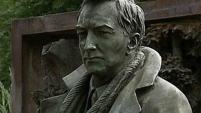 памятник вячеславу тихонову фото