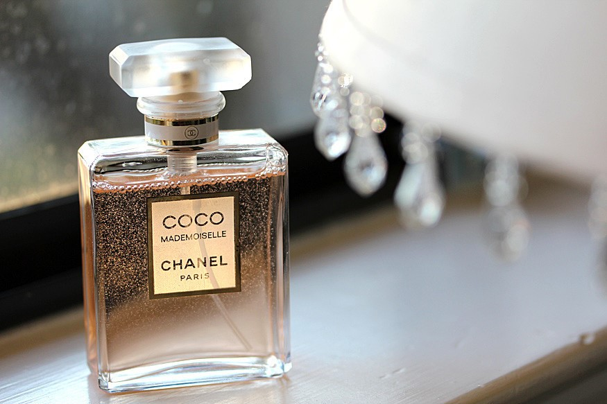 coco chanel macro environment Tonight when you pay your half-hour visit to tv's sophisticated, erudite frasier crane, take special note of his apartment furnishingsthe designer stuff that surrounds frasier is.