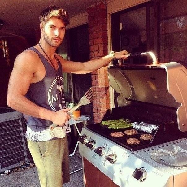 Мужчина на кухне великолепен!