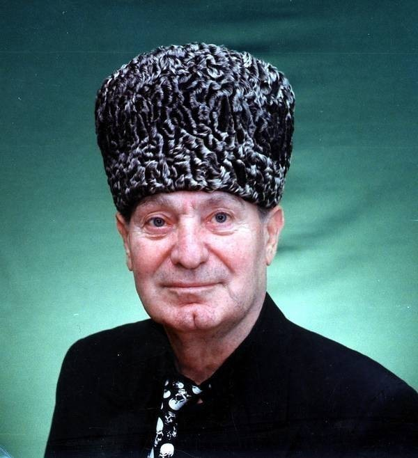 chechen dancer makhmud esambayev essay William butterfield decker, 73, a novelist and former new york editor, died thursday in ashland, ore, of complications from a stroke he wrote two novels -- to be a man in 1967 and holdout in.