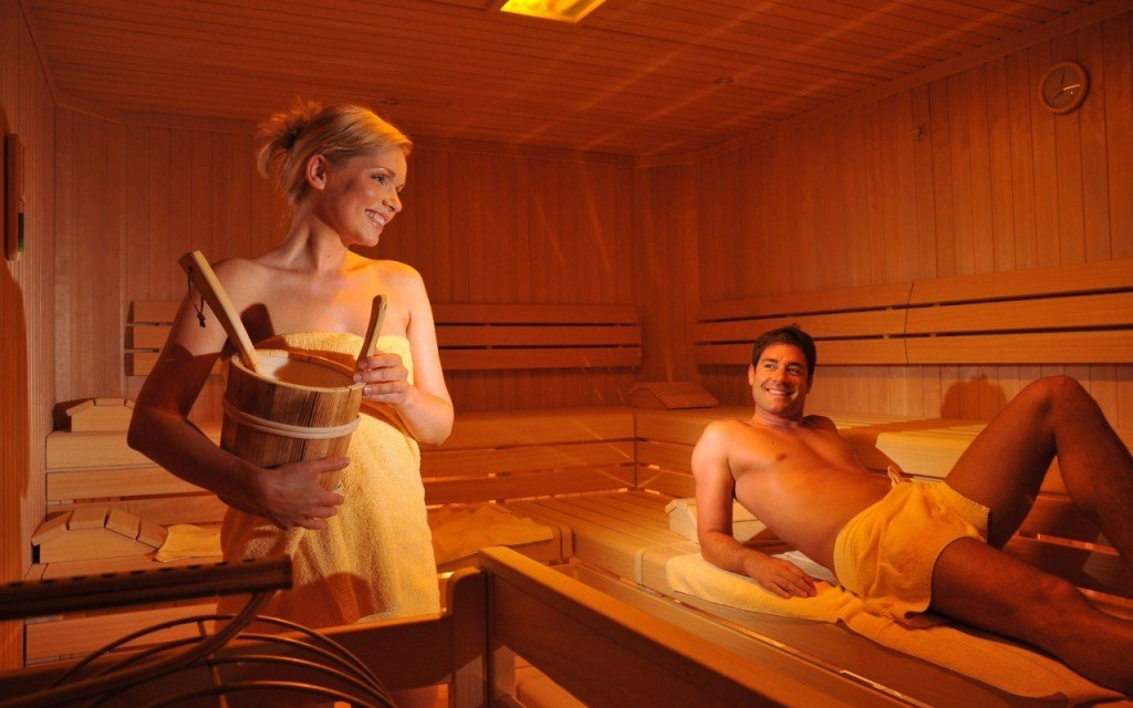 Тетки в бане моются порно, фото парень ебет женщин