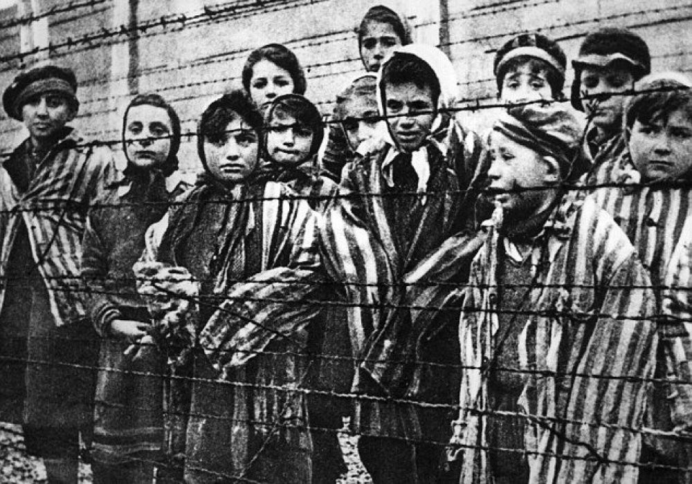 an analysis of the dehumanization of the jewish people in the holocaust Dehumanization essay examples  the violent conditions and dehumanization faced by the jewish people during the holocaust  an analysis of dehumanization by the.