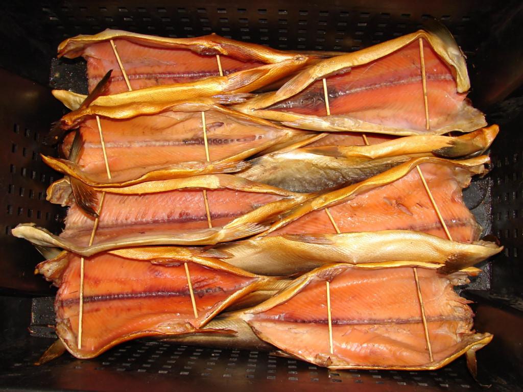 Требуется продавец , розничная торговля, рыба копченая, соленая, вяленая.