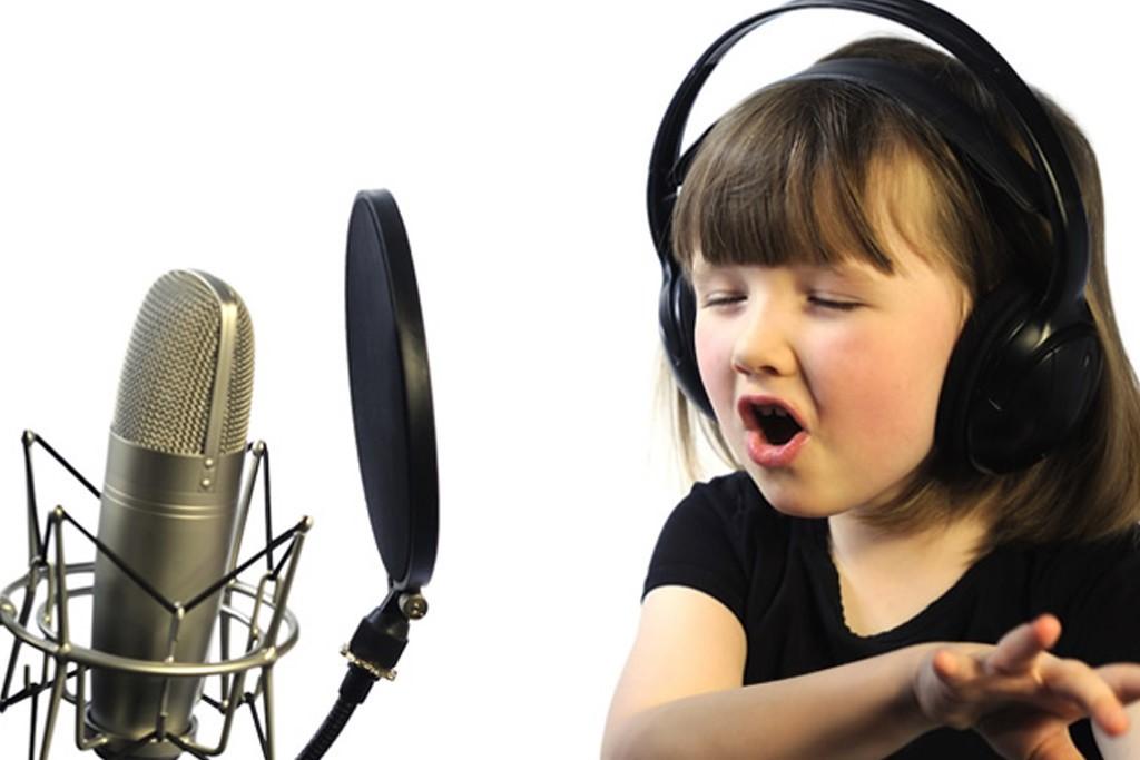 Не менее привлекает слушателей и переделанная музыка — в обработке известных диджеев она звучит свежо и интересно, очаровывая новых фанатов.