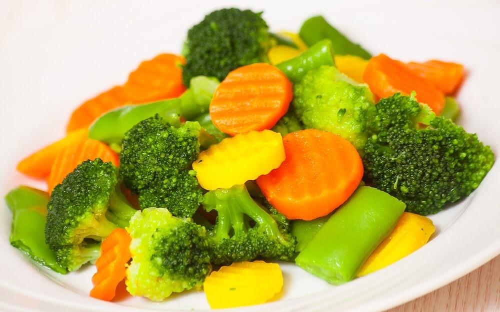 К таким салатам относится оливье, кубик и картофельный.
