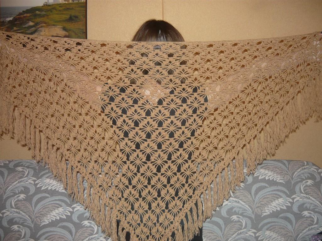 Продам шали,связаны спицами и крючком