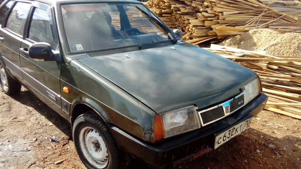 Продам авто 2109 .2000год  выпуска на ходу имеетса косечки по кузову или обменяю на задний привод или на мото (ттр125)