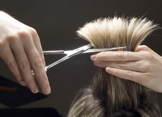 """Салон-парикмахерская """"Июнь"""" приглашает на стрижки к мастерам:"""