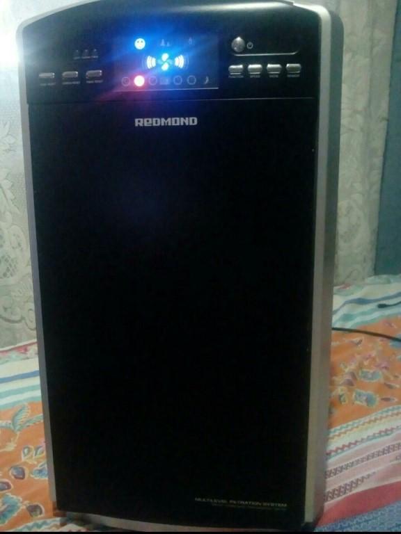 Увлажнитель-ионизатор воздуха, есть функция УФ.