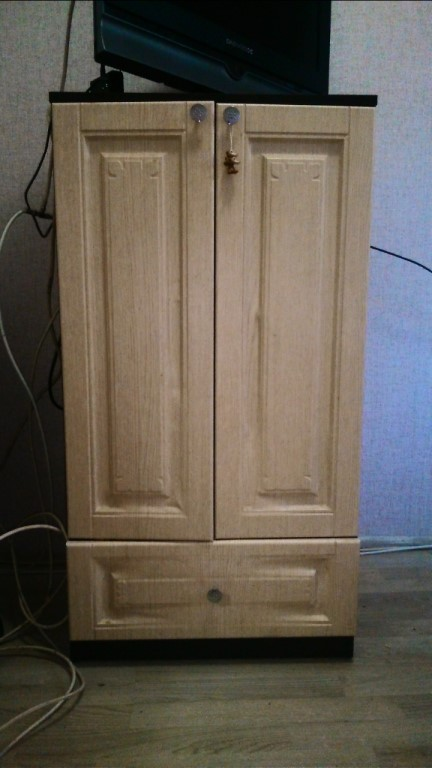 Продам шкаф срочно торг 1100р