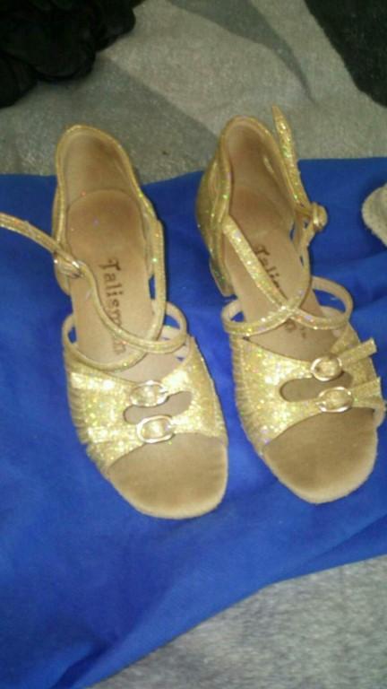 Продам туфли для спортивных бальных танцев.на девочку 6-7 лет.на 29 размер