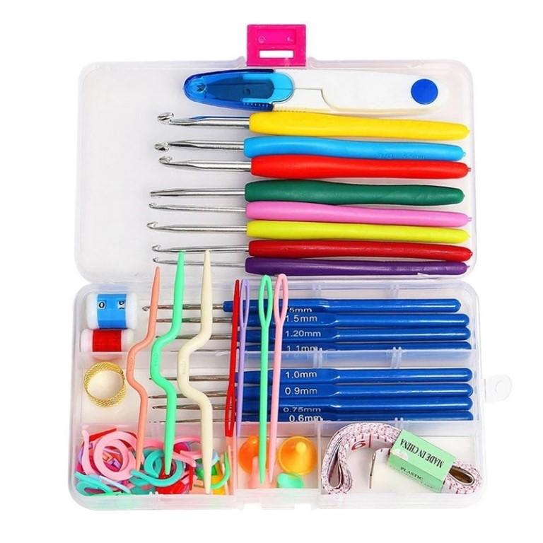 Продам новый набор для вязания в специальном мини кейсе.