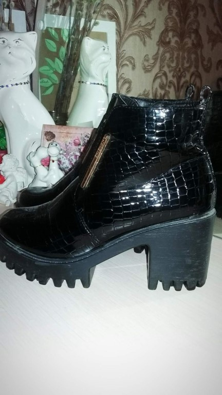 Ботинки почти новые, размер 37.