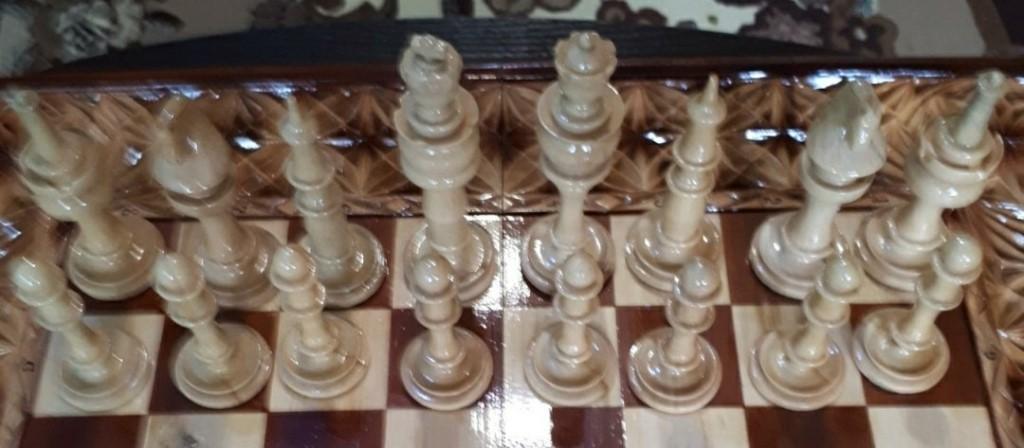Предлагаю вашему вниманию нарды а также нарды-шахматы все работы выполнены в ручную в том числе фурнитура кому интересно пишите в коментарии отвечу