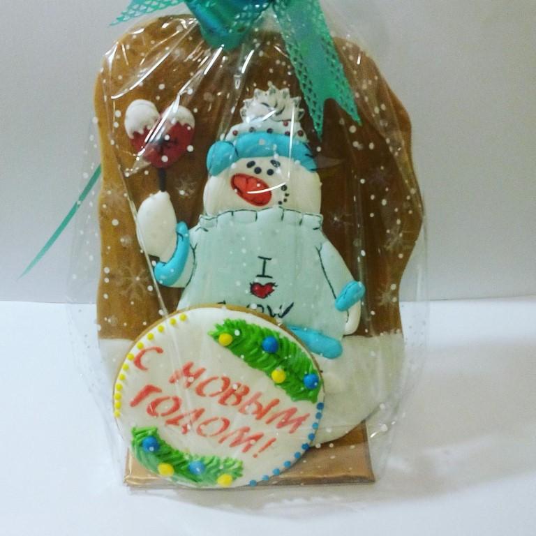 Хочу порадовать вас сладкими новогодними подарками в виде имбирных пряников.