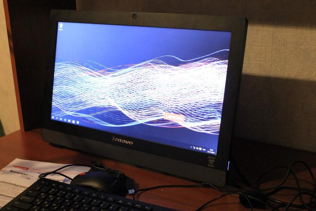 Моноблок Lenovo S200z , абсолютно новый, в комплекте мышь и клавиатура.