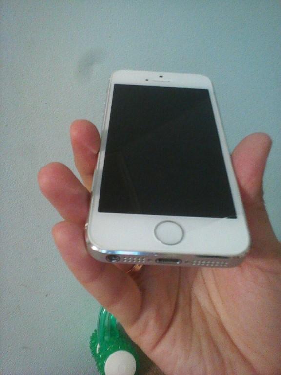 Продам iPhone 5S, 16 Гб, последняя версия IOS.