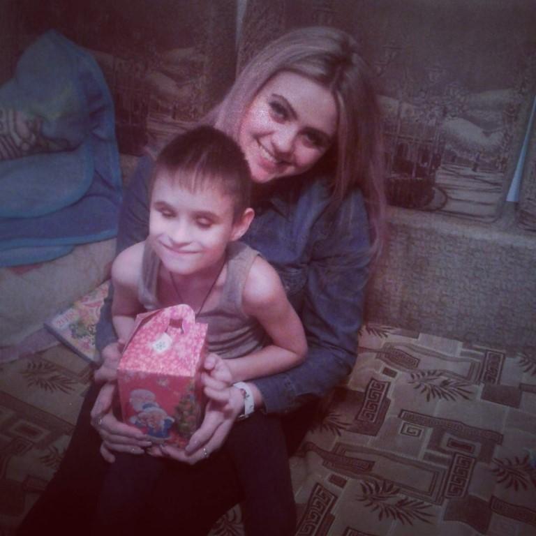 На днях навестила Алёшу,(мальчик инвалид по зрению, слепой с рождения ) поздравила с наступающим Новым Годом он был таким счастливым , такой ласковый и добрый мальчик