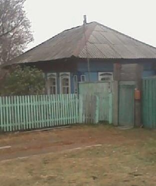 Продам дом 2 комнаты, кухня 50 кв м, 40 соток  , вода ,слив, санузел,душ, баня, гараж, дровяник 330 т.р Новорождественскае 89528951348