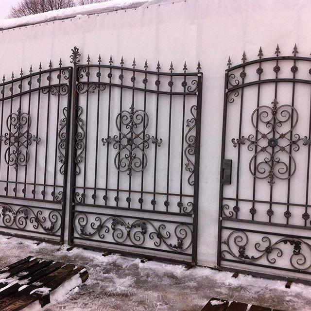 Реализуем кованые ворота без покраски.Доставка по всей России транспортной компанией.Работаем с частными лицами,организациями,все документы предоставляем.Писать в л.с.